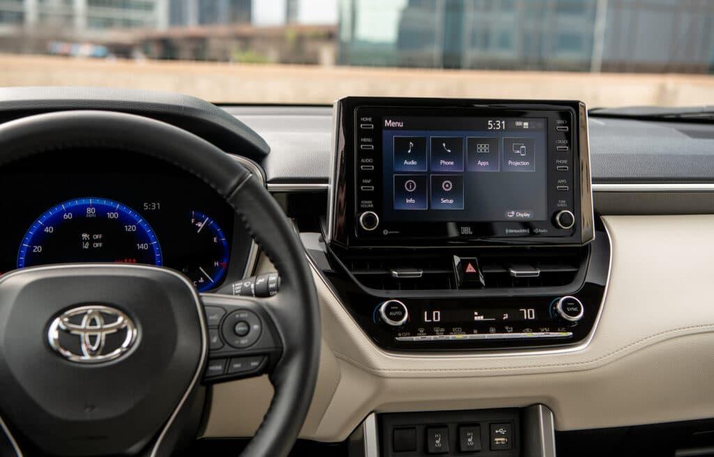 2022 Toyota Corolla Cross XLE touchscreen