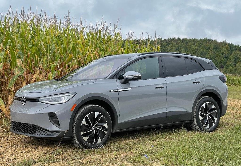 2021 VW ID4 - in corn field frt 3-4