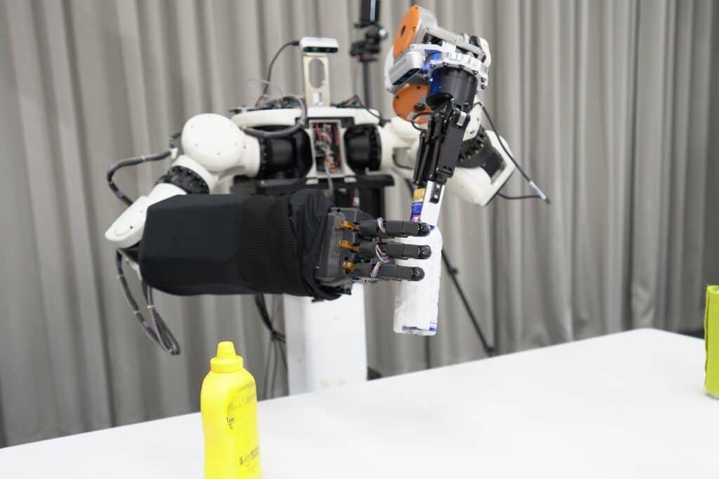 Honda Avatar Robot with fingered hand