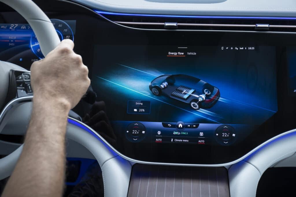 2022 Mercedes EQS 580 touchscreen